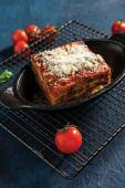 Parmigiana din vinete cu mozzarella de bivolita si busuioc