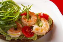Поке-тост з креветками і гуакомолє (230г)