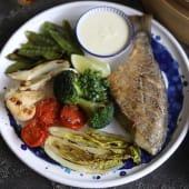 Дорадо гриль з овочами та соусом Бер блан (150/100/50г)