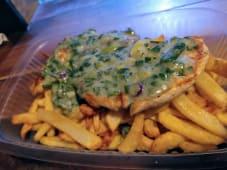 Pechuga de pollo al verdeo con puré rústico