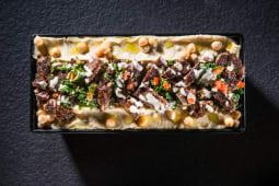 Kebun de vită cu hummus, tahina și tabbouleh