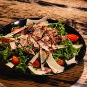Salata cu antricot vita, rucola, parmesan si rosii cherry