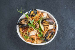 Локшина рисова wok з морепродуктами