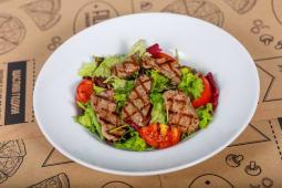 Фірмовий теплий салат з телятиною (180г)