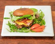 Burger Wołowy z serem i bekonem