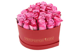 Rosas frescas deep purple en caja corazón color rojo (10-15 uds)