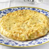 13. Tortilla de puerros confitados, patata pochada y merluza de pincho