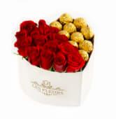 Corazón floral 6 rosas rojas +  6 bombones de chocolate
