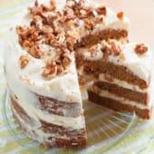 Pastel carrot cake con guarnición