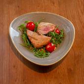 Tuna iz Josper peći na rukoli sa pinjolima