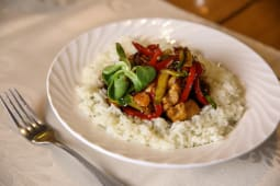 Teriyaki chicken cu legume și orez
