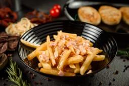 Картопля фрі з беконом та сирним соусом (200г)