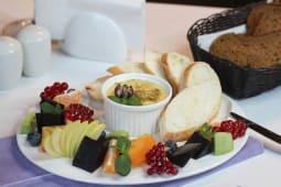 Курячий паштет з фісташками і ягідним мармеладом  (150/30г)