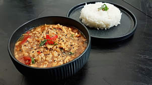 Thai spicy chicken s rižom