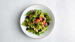 Салат с авокадо и красной фасолью