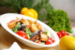 Салат  Цезарь байке овощной (320г)