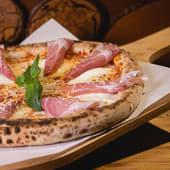 Pizza Crudo e bufala pork