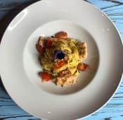 Фетучіні з лососем, оливками та помідорами чері (260г)