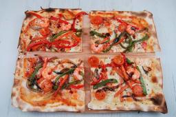 Pizza asiática in forma quadrata