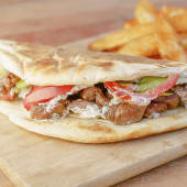 Gyro de cordero + bebida + papas fritas o hummus