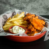 Alitas buffalo wings + papas fritas