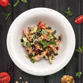 Salata calda cu carnita de pui si legume coapte