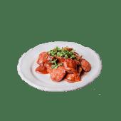 Currywurst (kiełbasa drobiowa) z frytkami
