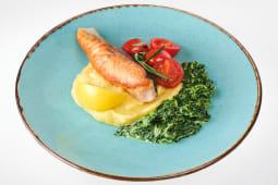 Філе лосося з картопляним пюре, вершковим шпинатом та томатами (300г)