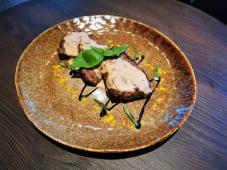 Медальоны телятины в грибном соусе