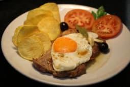 Escalope da Alcatra com Ovo e Batata Frita