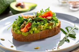 Класичний Авокадо-тост з рукколою та чері (160г)