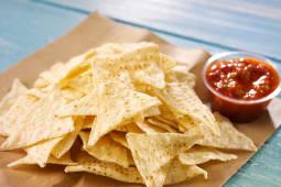 Nachos con salsa taco