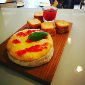Camembert no Forno com Compota de Pimentos Vermelhos