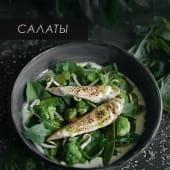 Зелений салат з куркою на грилі, огірковою заправкою (250г)