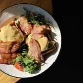 Пишні вафлі з яйцями пашот (360г)