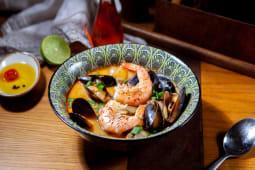 Supa cu peste si fructe de mare Tom Yum