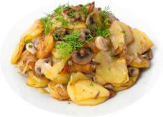 Картофель по-домашнему с мясом и грибами