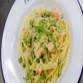 Спагеті з лососем та броколі (300г)