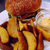 Яловичий бургер з картоплею (250/150/30г)