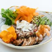 Healthy bowl de quinoa y langostinos