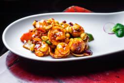 Langostinos salteados con salsa Gong Bao (picante)