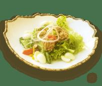 Мікс салатів з тунцем, овочами і перепелиним яйцем (270г)