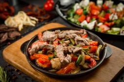 Болгарська сковорідка з телятиною (300г)