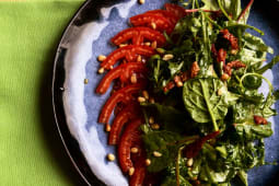 Салат з копченим кроликом, руколою та в'яленими томатами (270г)