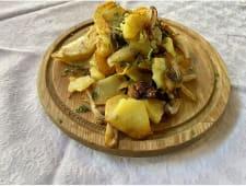 Картопля смажена з цибулею та печерицями