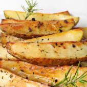 Cartofi wedges garlic and herbs