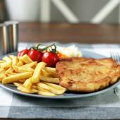 Filet z kurczaka w złocistej panierce