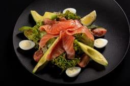 Салат з лососем та авокадо (250г)