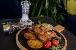 Курча josper з картопляними дерунами та грибним соусом (475г)