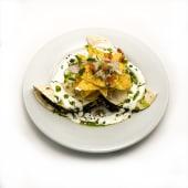 Fajita de espinacas, queso de cabra y mole de frijoles negros